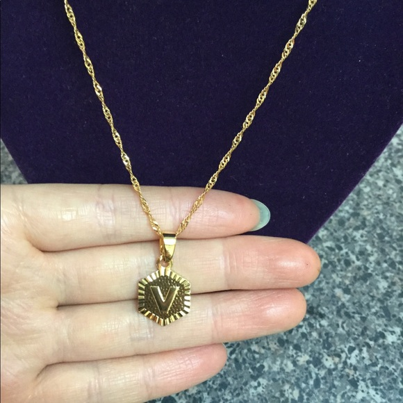 "Jewelry - New 18K gold "" V "" letter necklace"